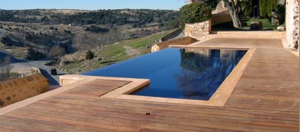 Terraza de madera deckslimpiafondos para piscinas for Terrazas para piscinas elevadas