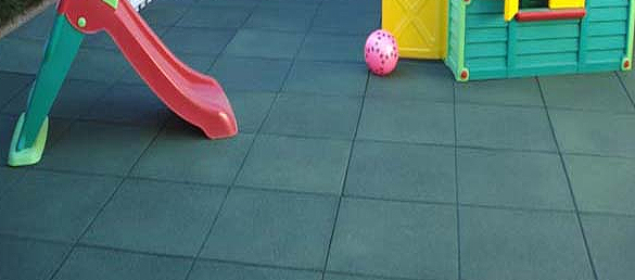 Ventajas del suelo de goma para las piscinas la web de for Piscina goma