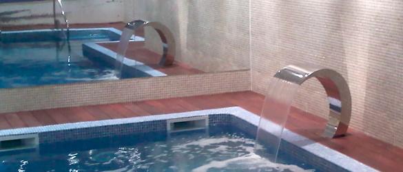 Cascadas y ca ones la web de los exteriores para piscinas for Canon piscina