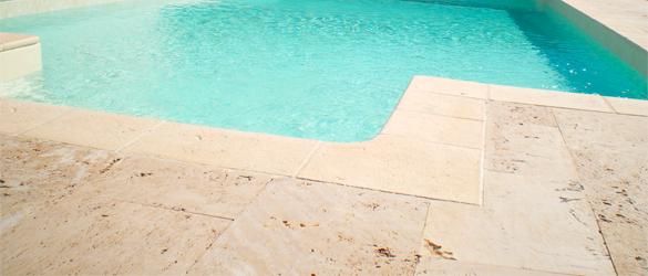 Los tipos de bordes de piscina o coronaci n m s utilizados for Piedra natural para exterior